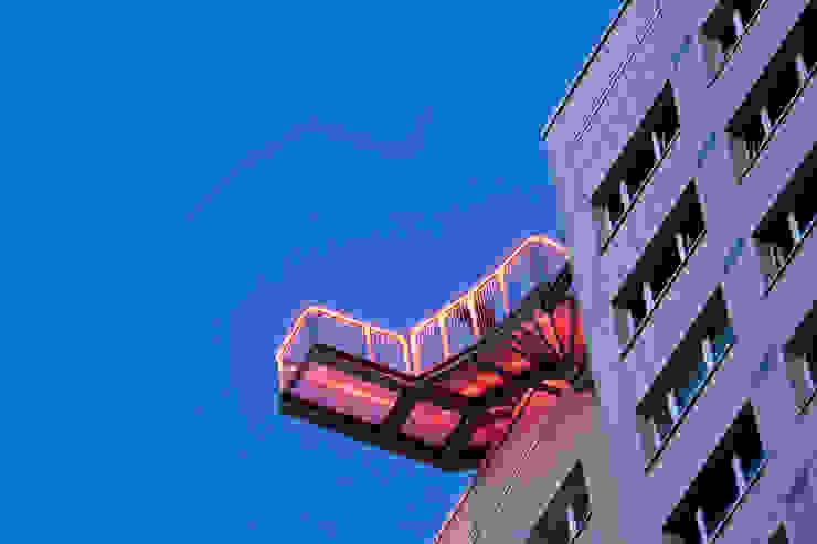 Skywalk von unten mit Beleuchtung Müllers Büro Industriale Veranstaltungsorte
