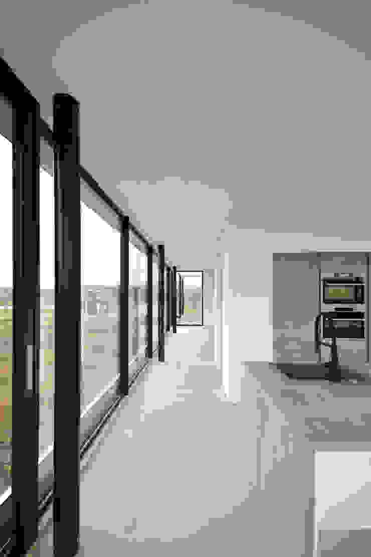 woonkamer en keuken Moderne woonkamers van ARCHiD Modern