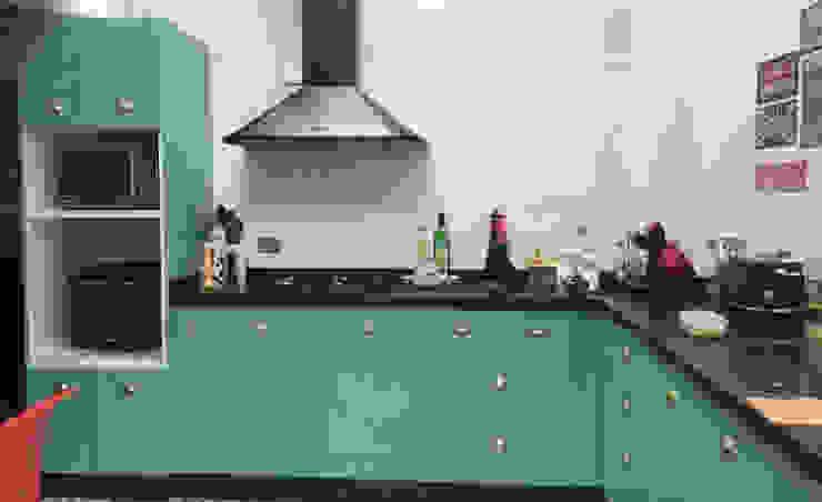Mueble horno y encimera Entorno Estudios CocinaEncimeras Aglomerado Turquesa