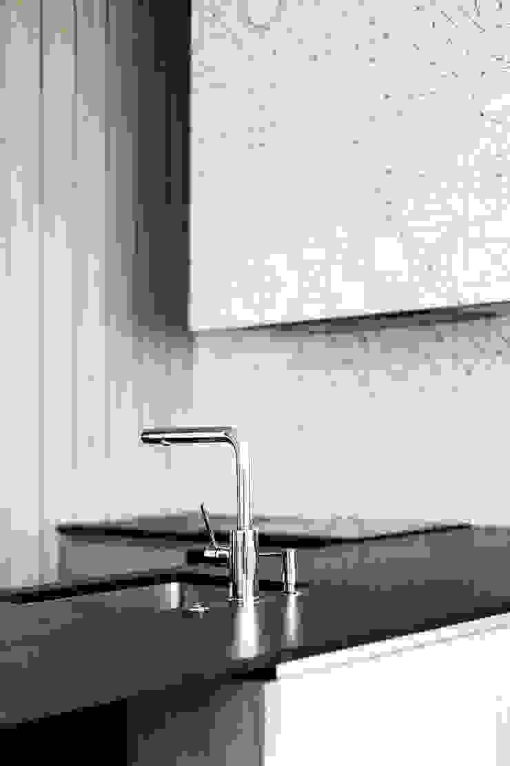 Lugerin Architects Modern style kitchen Ceramic White