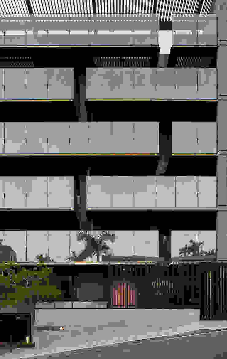 東騰藏 根據 趙奕翔建築師事務所 現代風 玻璃