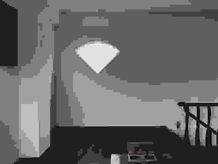 Moderne Wände & Böden von 趙奕翔建築師事務所 Modern Beton