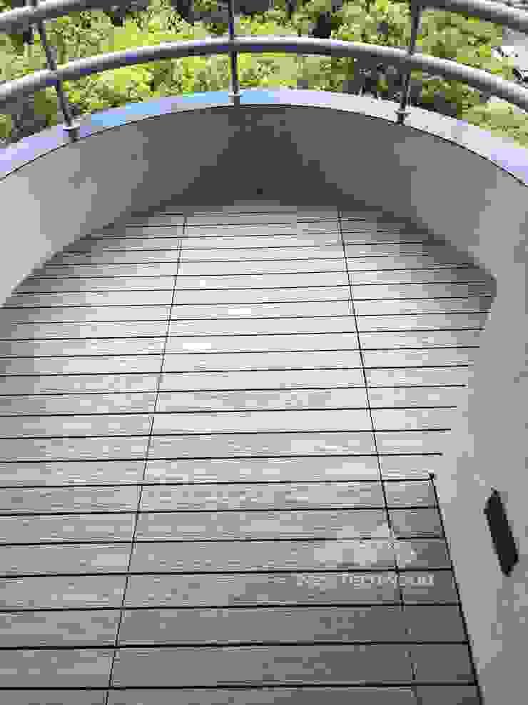 【圓弧陽台─快組地板精巧施工】 根據 新綠境實業有限公司 簡約風 塑木複合材料