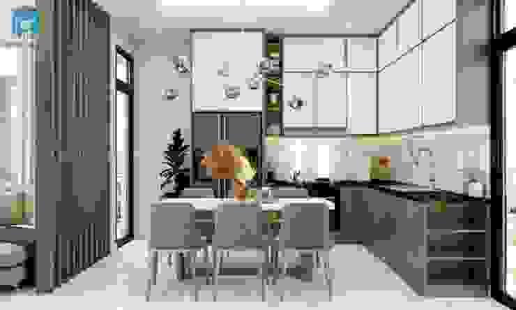 Không gian bếp tích hợp bàn ăn và tủ bếp bởi Công ty TNHH Nội Thất Mạnh Hệ Hiện đại Bê tông cốt thép