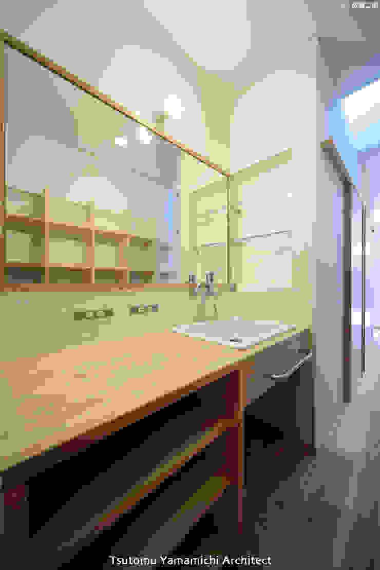 Scandinavian style corridor, hallway& stairs by 山道勉建築 Scandinavian Wood Wood effect