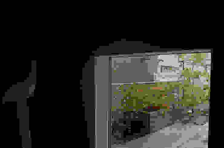 Giardino minimalista di 小椋造園 Minimalista