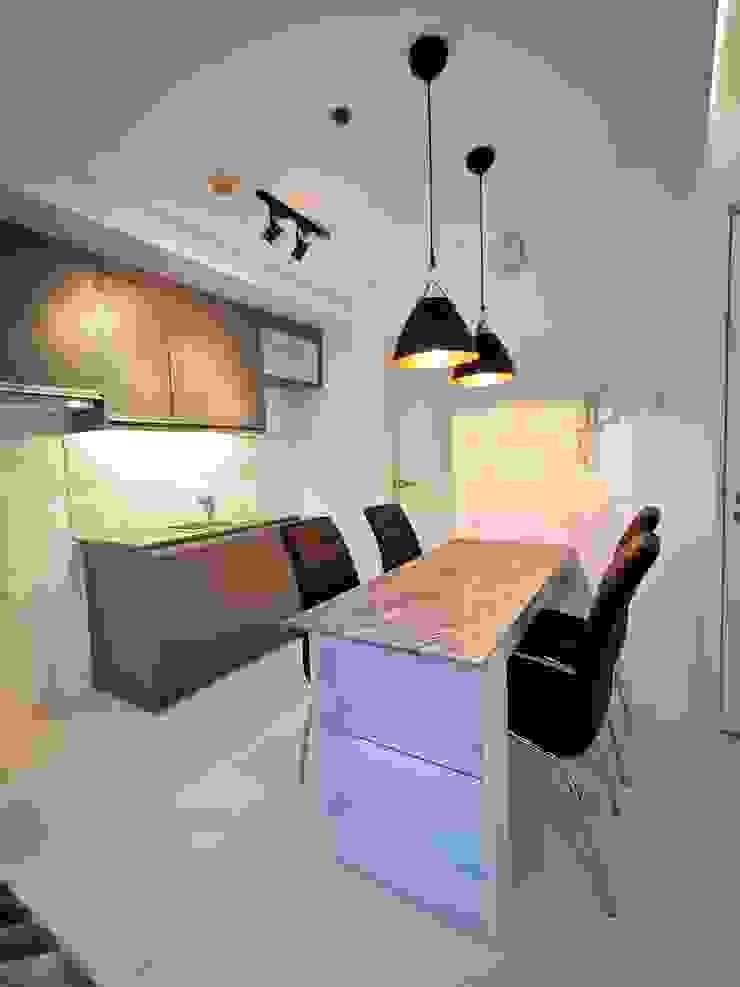 KL Tower Serviced Residences Minimalist dining room by TG Designing Corner Minimalist