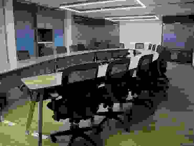 Sala de Juntas Salas de estilo industrial de Proyecto Decc S.A.S. Industrial Aglomerado