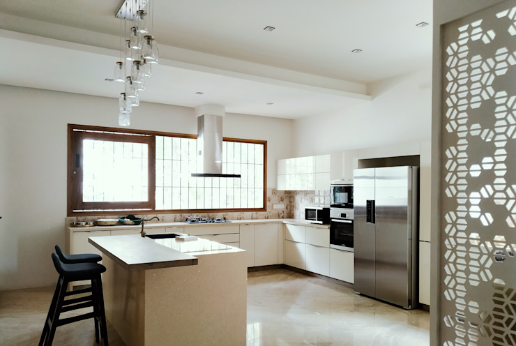 AARAV RESIDENCE ACHI ARCHITECTS Modern kitchen