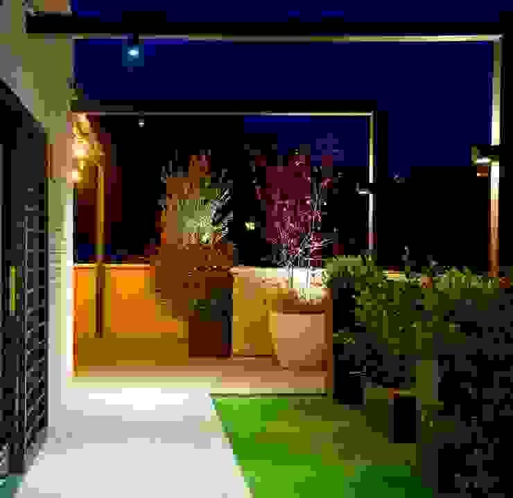 ésverd - jardineria & paisatgisme Balkon, Beranda & Teras Gaya Mediteran