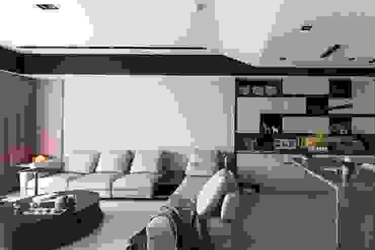 台中 周公館 现代客厅設計點子、靈感 & 圖片 根據 拓雅室內裝修有限公司 現代風