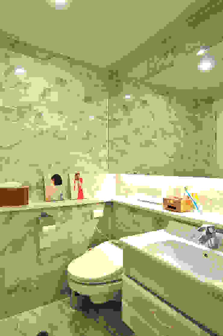 Modern Bathroom by 레이어비(Layer_B) Modern