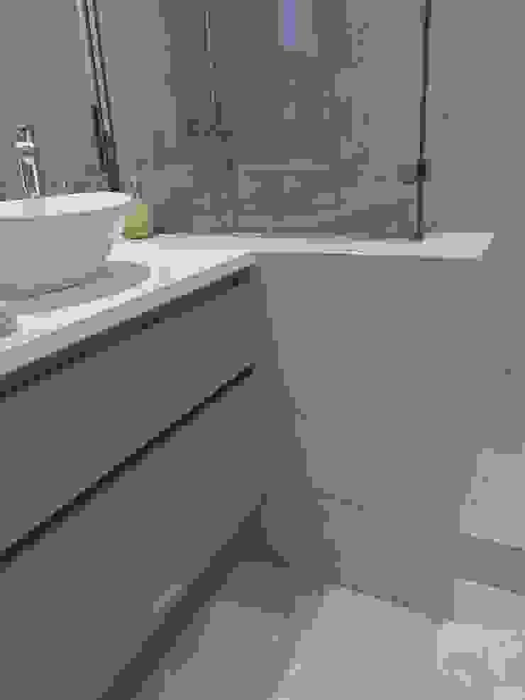 Reforma apartamento Sta. Ponça. Baño invitados Baños de estilo minimalista de FOCUS Arquitectura Minimalista Caliza