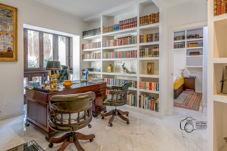 Colonial style study/office by Per Hansen Colonial Bricks