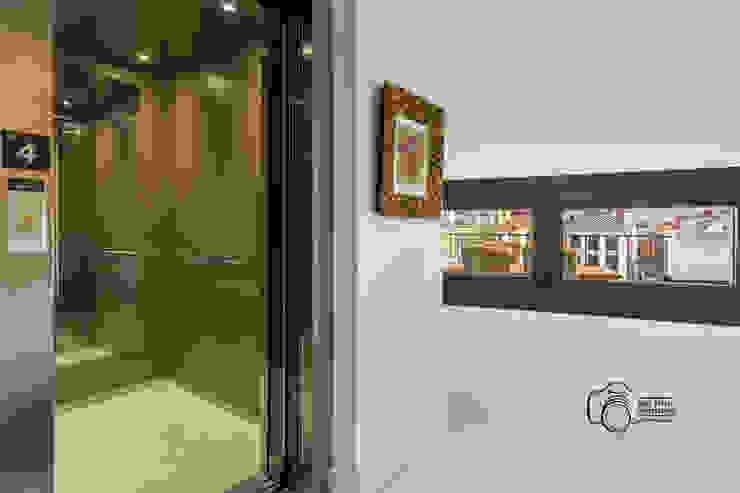 Mediterranean style corridor, hallway and stairs by Per Hansen Mediterranean Bricks