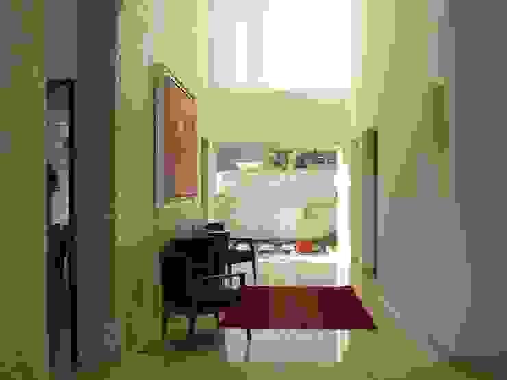 Pasillos, vestíbulos y escaleras de estilo moderno de TALLER UNO:3 Arquitectos Moderno