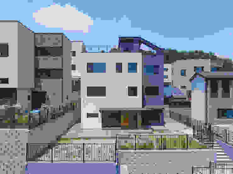 por 한글주택(주) Moderno Concreto