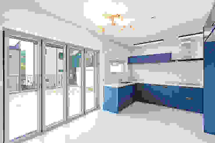 Cozinhas modernas por 한글주택(주) Moderno