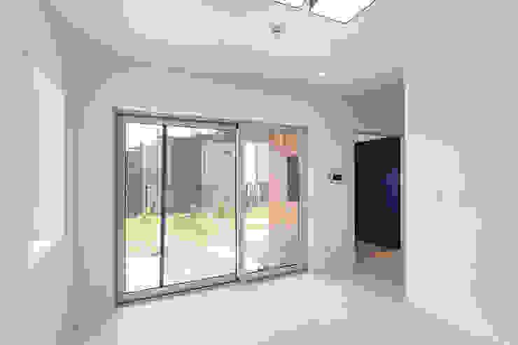 Salas de estar modernas por 한글주택(주) Moderno