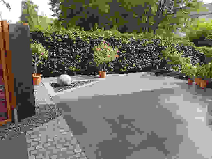 Terrassengestaltung mit Natursteinplatten aus dunkelgrauen Granit Garten- und Landschaftsbau Christian Holm