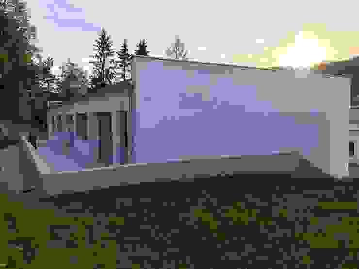 Ostfassade Moderne Geschäftsräume & Stores von archipur Architekten aus Wien Modern Stahlbeton