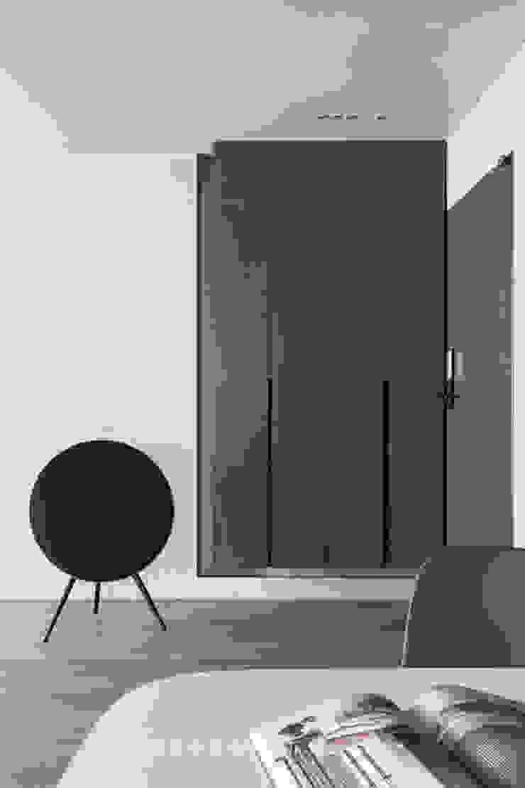 Shoe cabinet: 極簡主義  by 湜湜空間設計, 簡約風