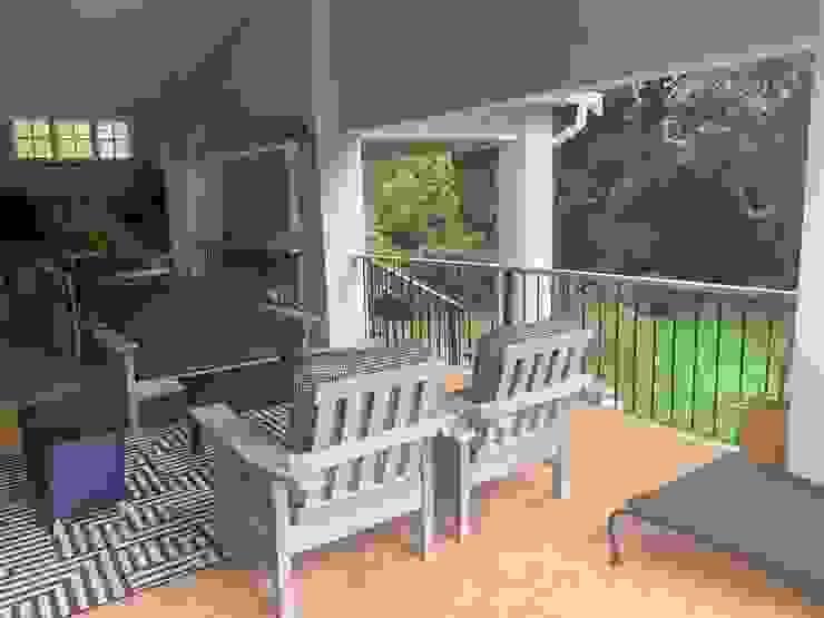 Refurbished patio furniture by CS DESIGN Classic Wood Wood effect