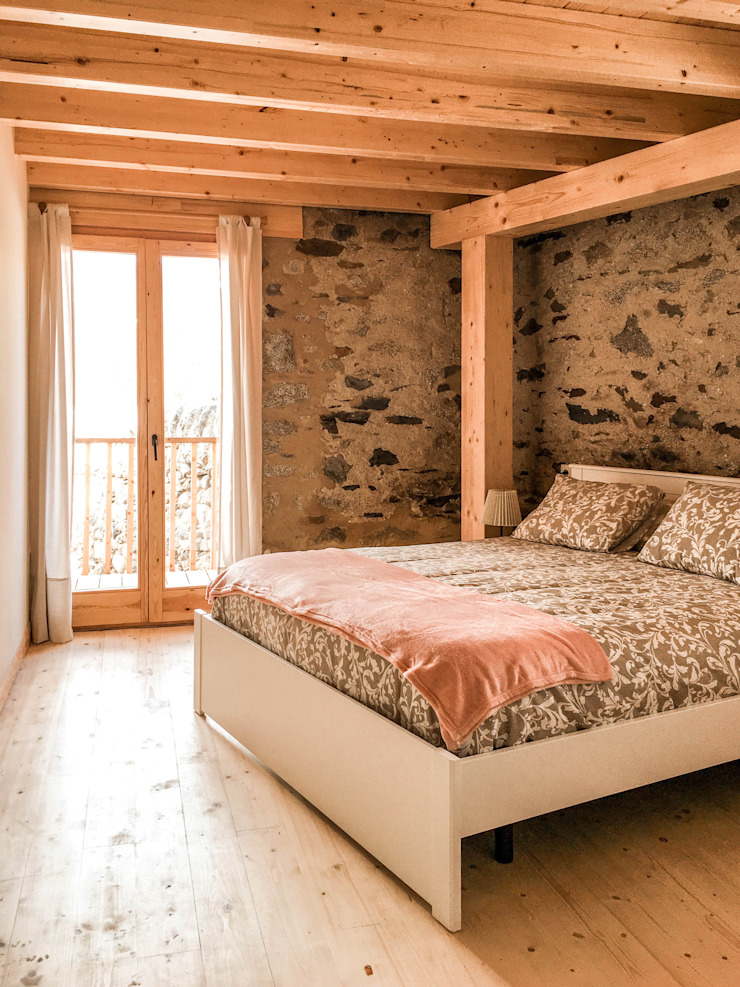 Country style bedroom by HOA Architecture and Design Country