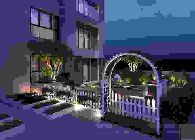 Thiết kế sân vườn căn hộ chung cư Kingston: Tìm chút êm đềm những ngày hối hả. Vườn phong cách đồng quê bởi ICON INTERIOR Đồng quê