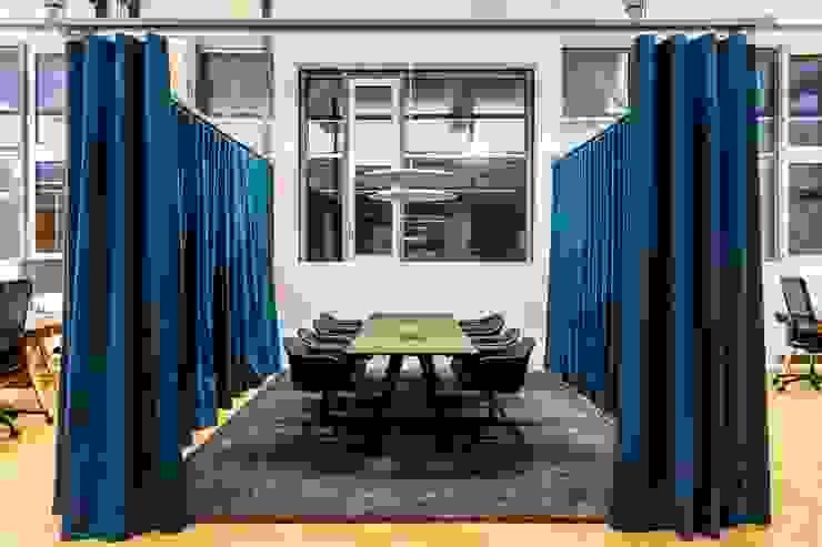Meeting space Industriale Bürogebäude von stanke interiordesign Industrial