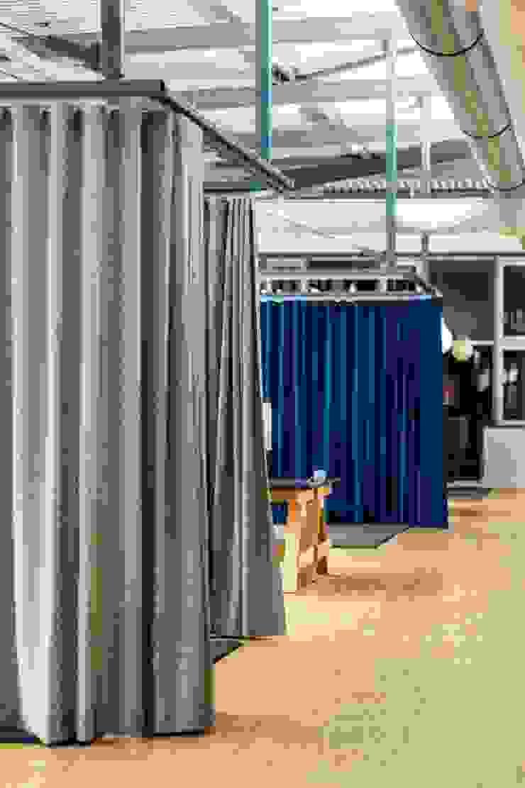Akustikvorhänge Industriale Bürogebäude von stanke interiordesign Industrial