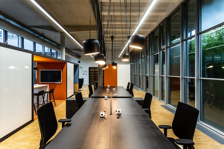 Arbeitsbench Industriale Bürogebäude von stanke interiordesign Industrial