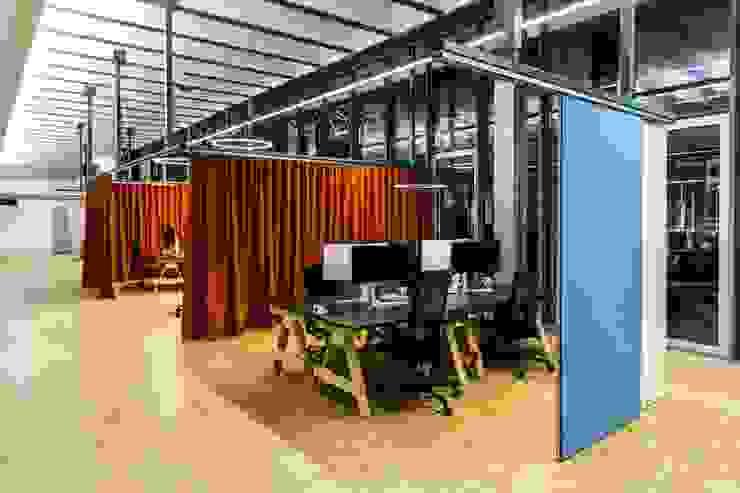 Arbeisplätze Industriale Bürogebäude von stanke interiordesign Industrial