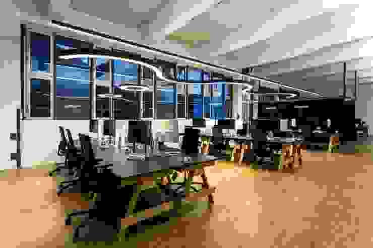 Arbeitsplätze Industriale Bürogebäude von stanke interiordesign Industrial