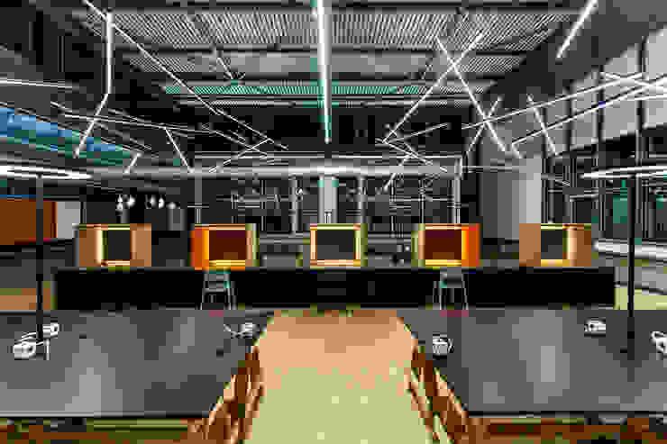 Telefonboxen Industriale Bürogebäude von stanke interiordesign Industrial