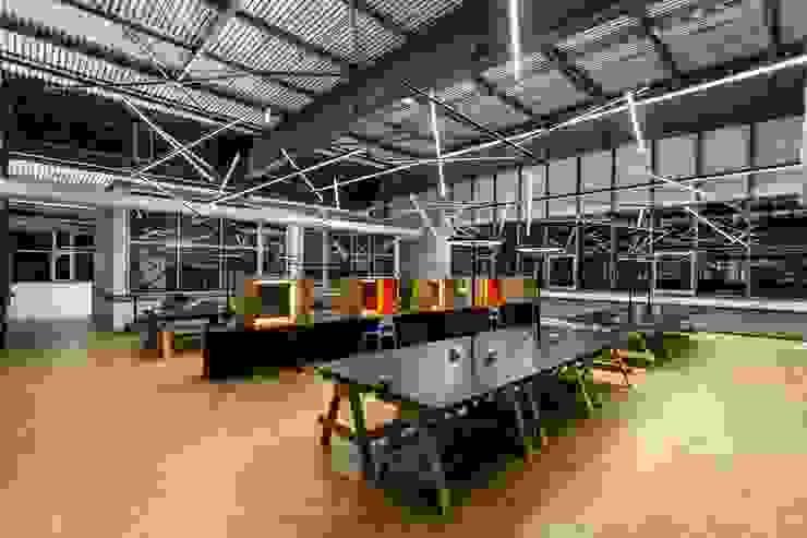 Workbench Industriale Bürogebäude von stanke interiordesign Industrial