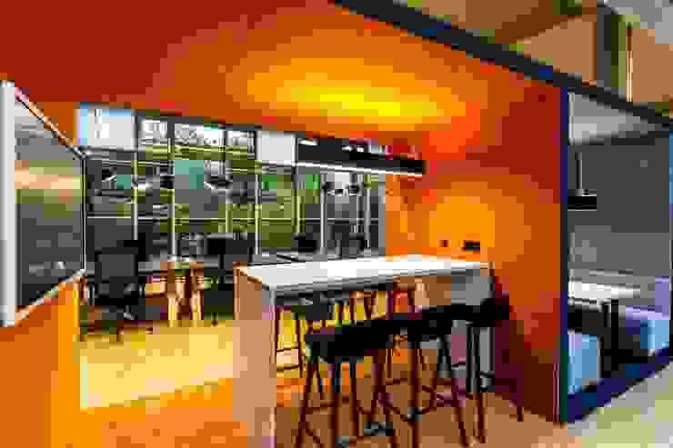 Meetingbox Industriale Bürogebäude von stanke interiordesign Industrial