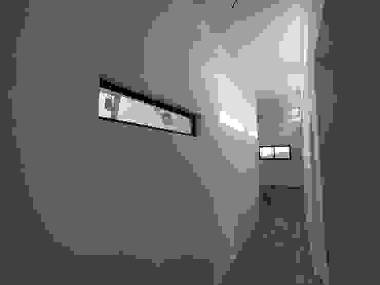 Couloir, entrée, escaliers modernes par MMS Arquitectos Moderne
