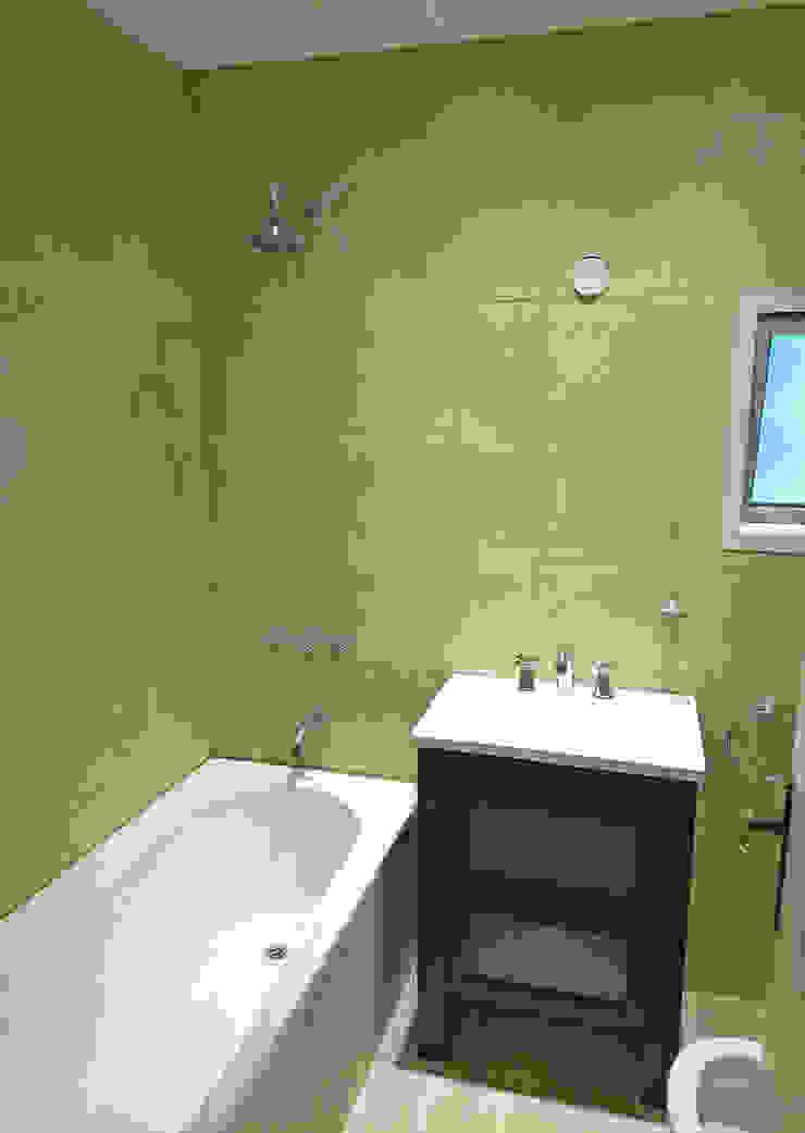 モダンスタイルの お風呂 の REZ Arquitectura | Diseño | Construcción モダン セラミック