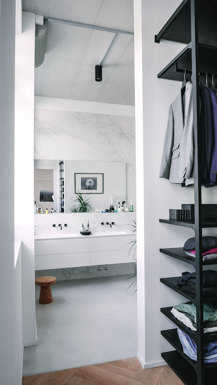 Modern style bathrooms by Anastasia Schuler Modern