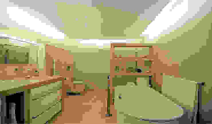 Bad mit Betonelementen Moderne Badezimmer von material raum form Modern Beton