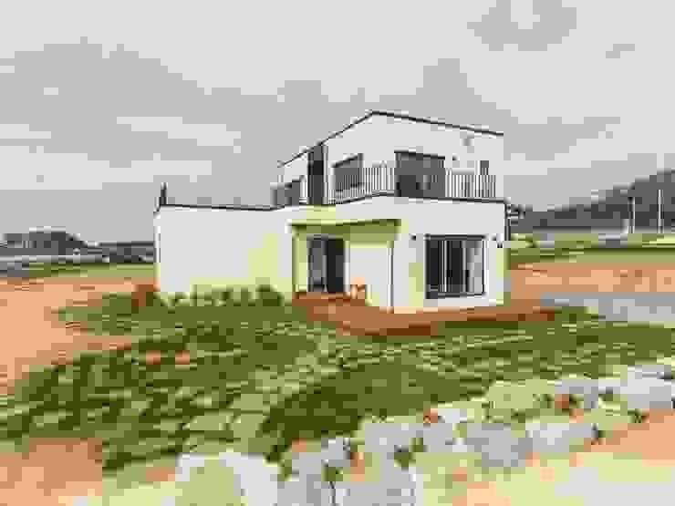 순박함이 담긴 전원주택 모던스타일 주택 by 한글주택(주) 모던 철근 콘크리트