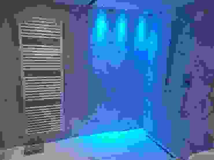 Bagno realizzato in gres effetto marmo Bagno in stile classico di Eccheli Pavimenti e Rivestimenti Classico Piastrelle