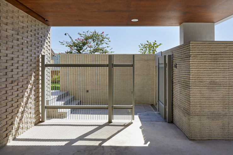 Modern corridor, hallway & stairs by 서가 건축사사무소 Modern Metal