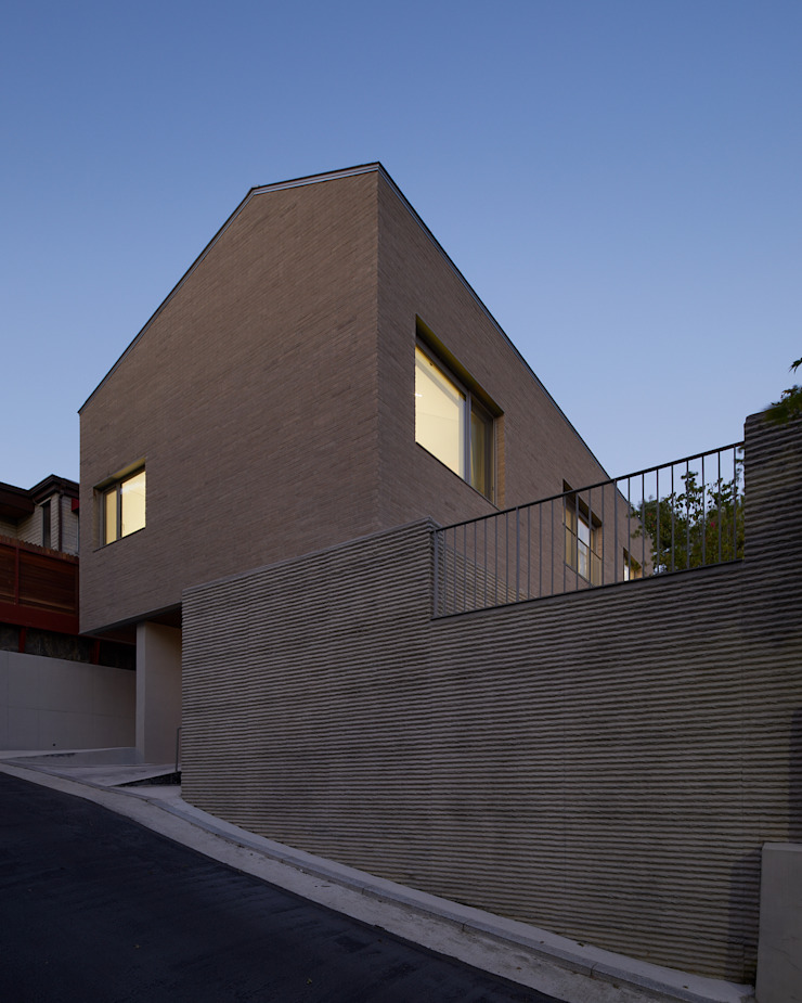 Casas de estilo moderno de 서가 건축사사무소 Moderno Ladrillos