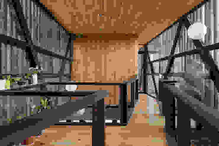 Casa FS Pasillos, halls y escaleras minimalistas de Estudio Dikenstein arquitectos Minimalista Madera Acabado en madera