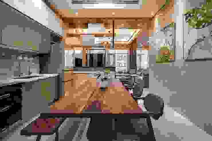 斗六曾公館 現代廚房設計點子、靈感&圖片 根據 大漢創研室內裝修設計有限公司 現代風
