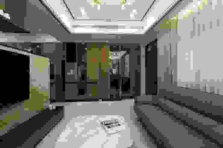 斗六曾小姐 现代客厅設計點子、靈感 & 圖片 根據 大漢創研室內裝修設計有限公司 現代風