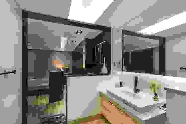 斗南蕭公館 現代浴室設計點子、靈感&圖片 根據 大漢創研室內裝修設計有限公司 現代風