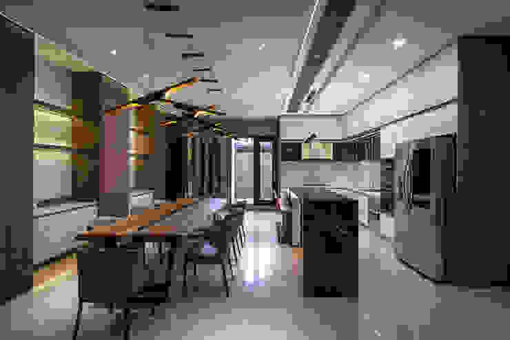 西螺董公館 現代廚房設計點子、靈感&圖片 根據 大漢創研室內裝修設計有限公司 現代風